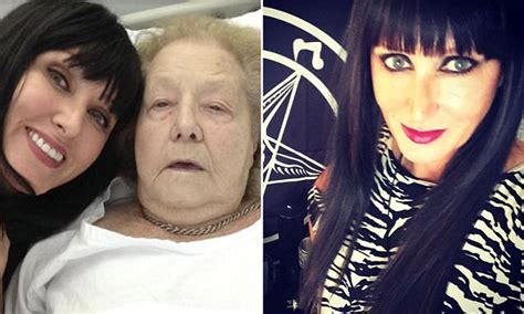 'Black witch' claims she can cure people of cancer   Daily