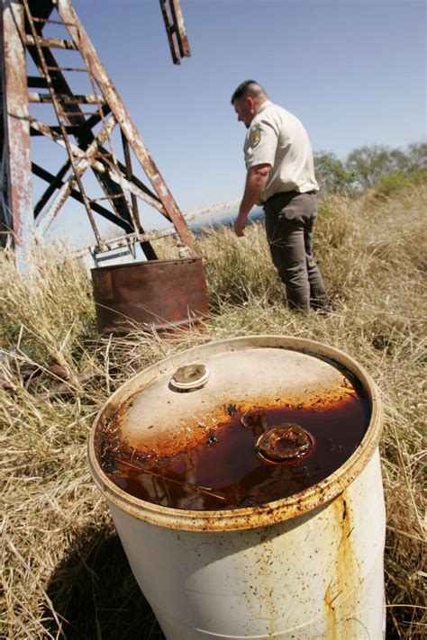 Oil and gas group asks for federal funds to clean up