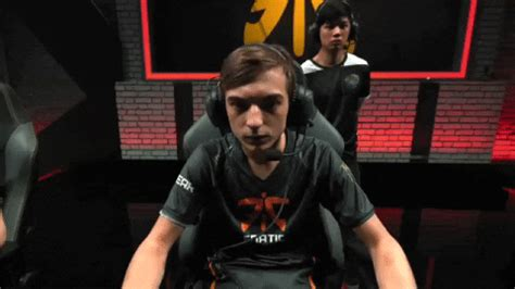 Caps Fnatic GIF by lolesports - Find & Share on GIPHY