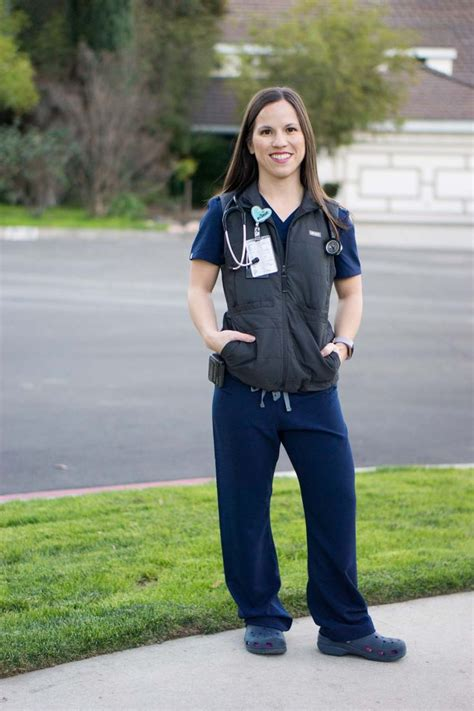 FIGS Fleece Jacket, Vest & Tee Review | Scrubs outfit